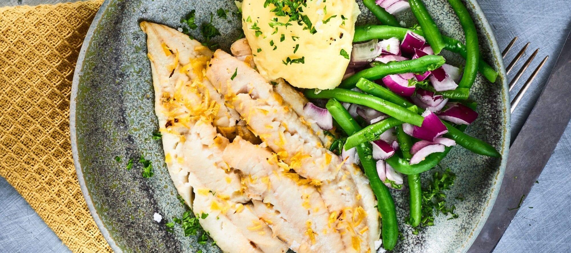 citronbagt-torsk-kartoffelmos-bonnesalat