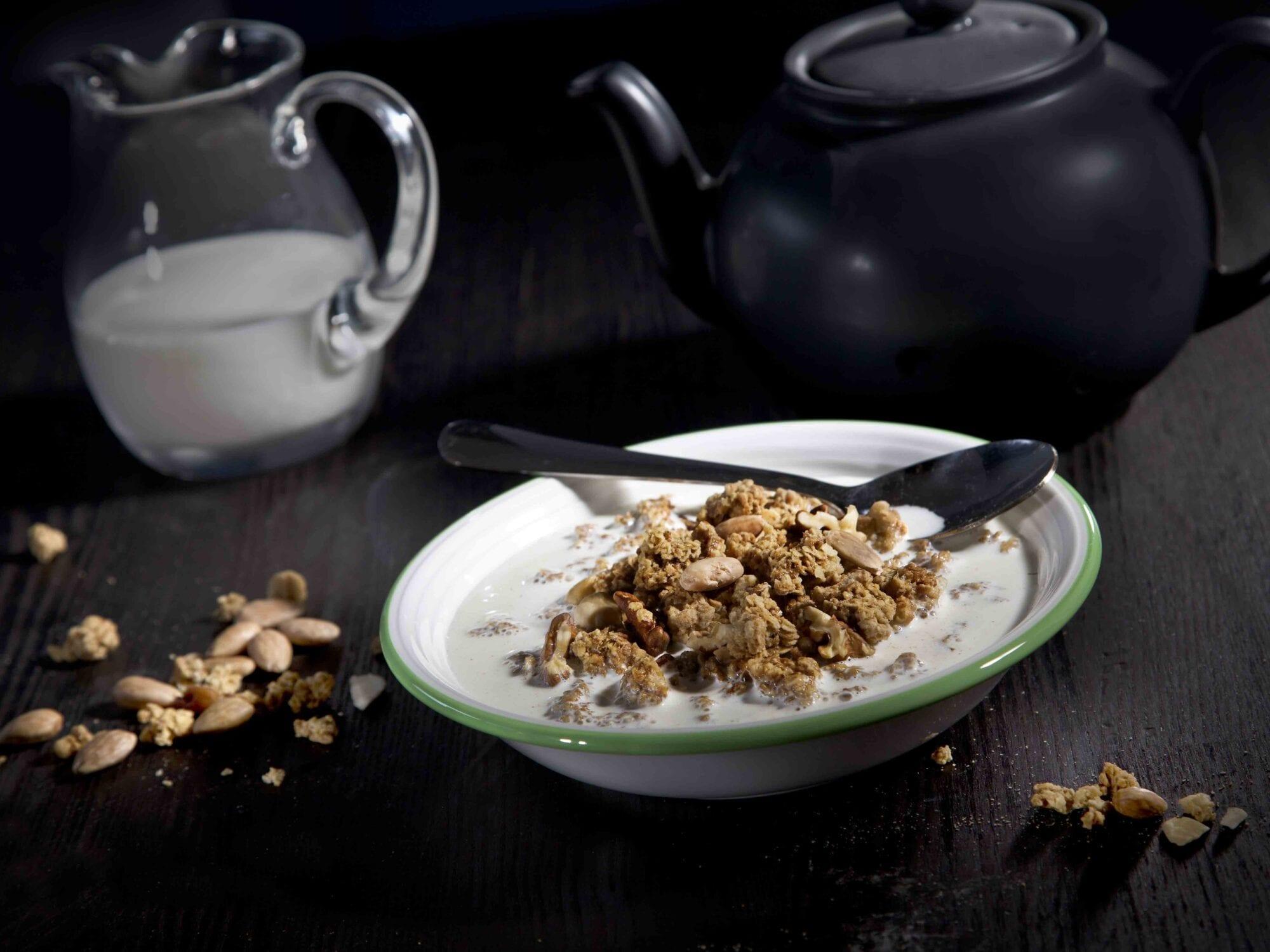 Honningristet mysli paa yoghurt