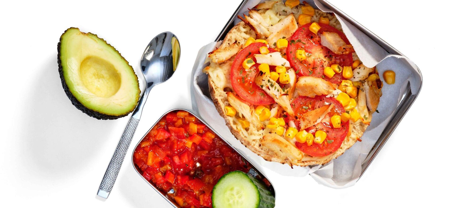 Pitapizza med kylling og tomat