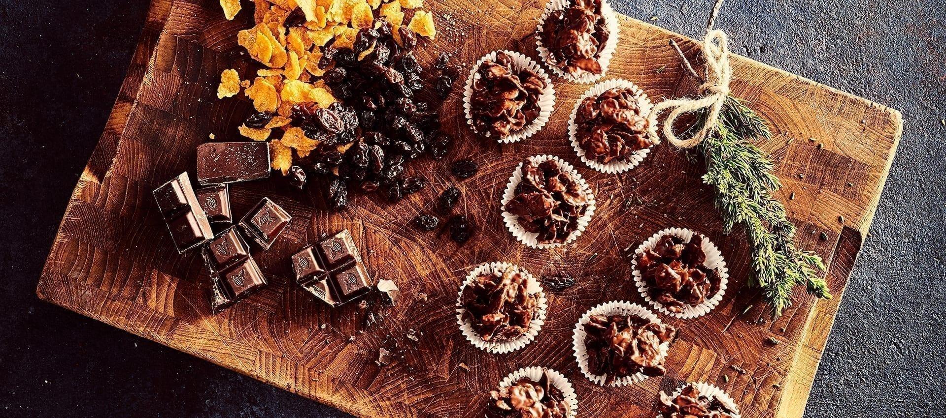 Chokoladetoppe med forskelligt knas og frugt