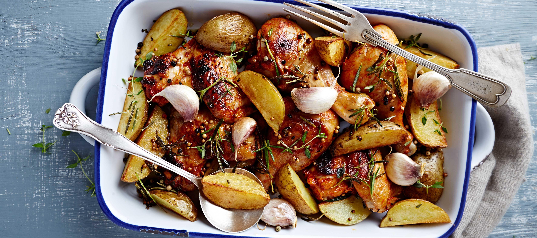 Fjerkrae i fad med kartofler, hvidloeg og rosmarin til fjerkrae og fuglevildt