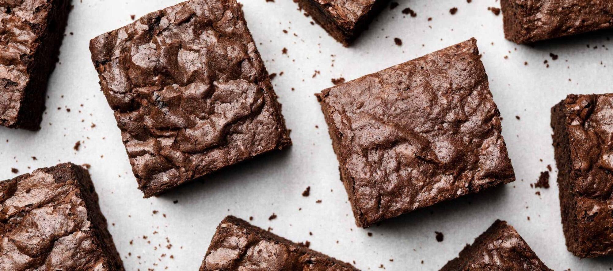Fugtig brownie I firkanter