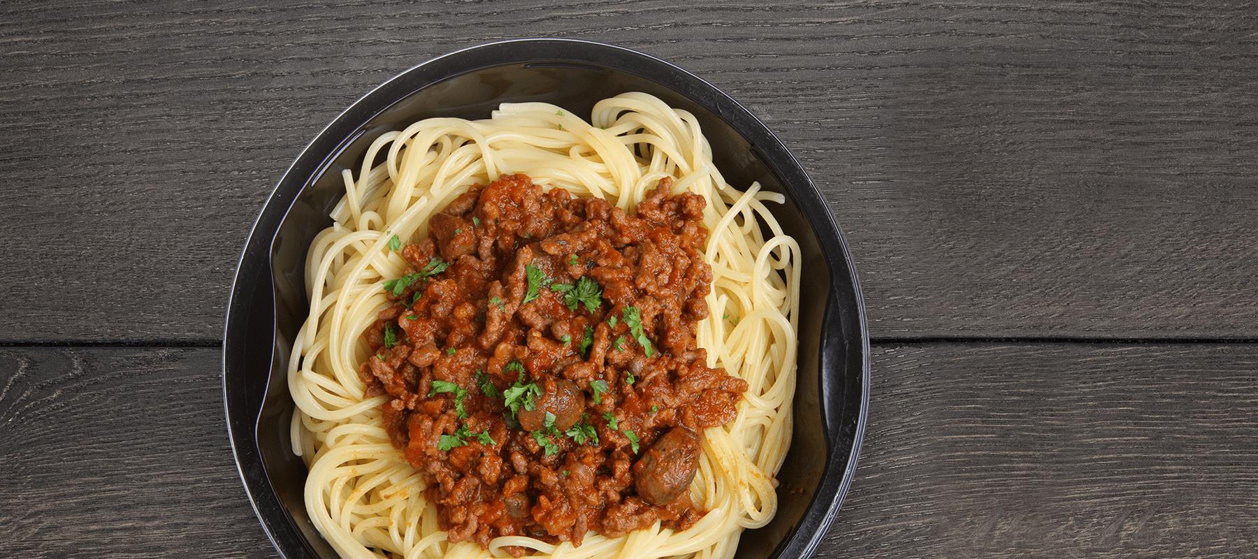 Roedvinspasta med spagetti og koed