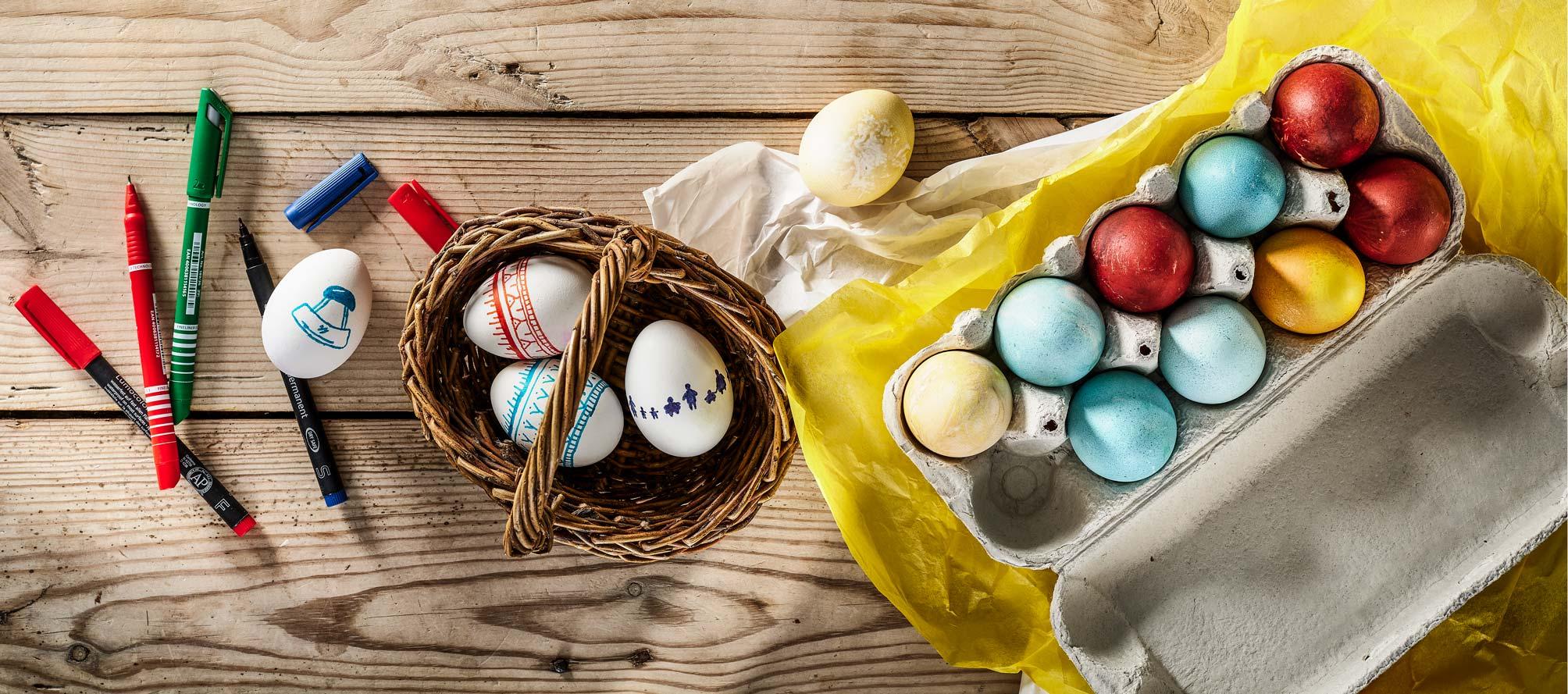 Farvede æg til bordpynt